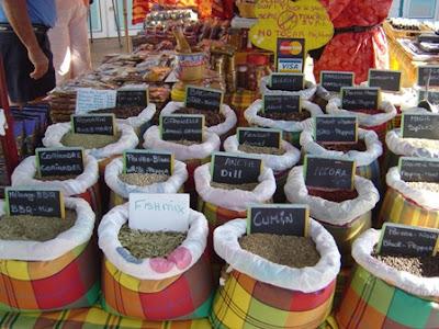 étal d'épices au marché