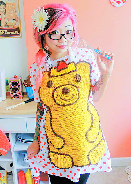 Honey Bear Apron crochet pattern