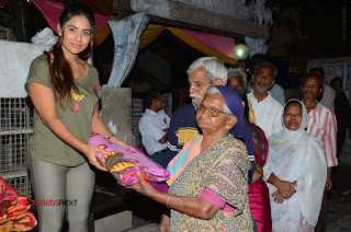 Actress Sri reddy (apthatrust director) Distrubuted Blankets for Orphans at Sai Baba Temple  0018.JPG