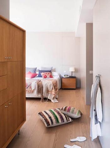 acceso al dormitorio con vestidor chicanddeco