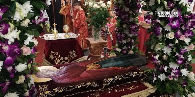 Κατανυκτική ατμόσφαιρα στην περιφορά της Παναγίας στον Ι.Ν. Αγίου Πέτρου Άργους