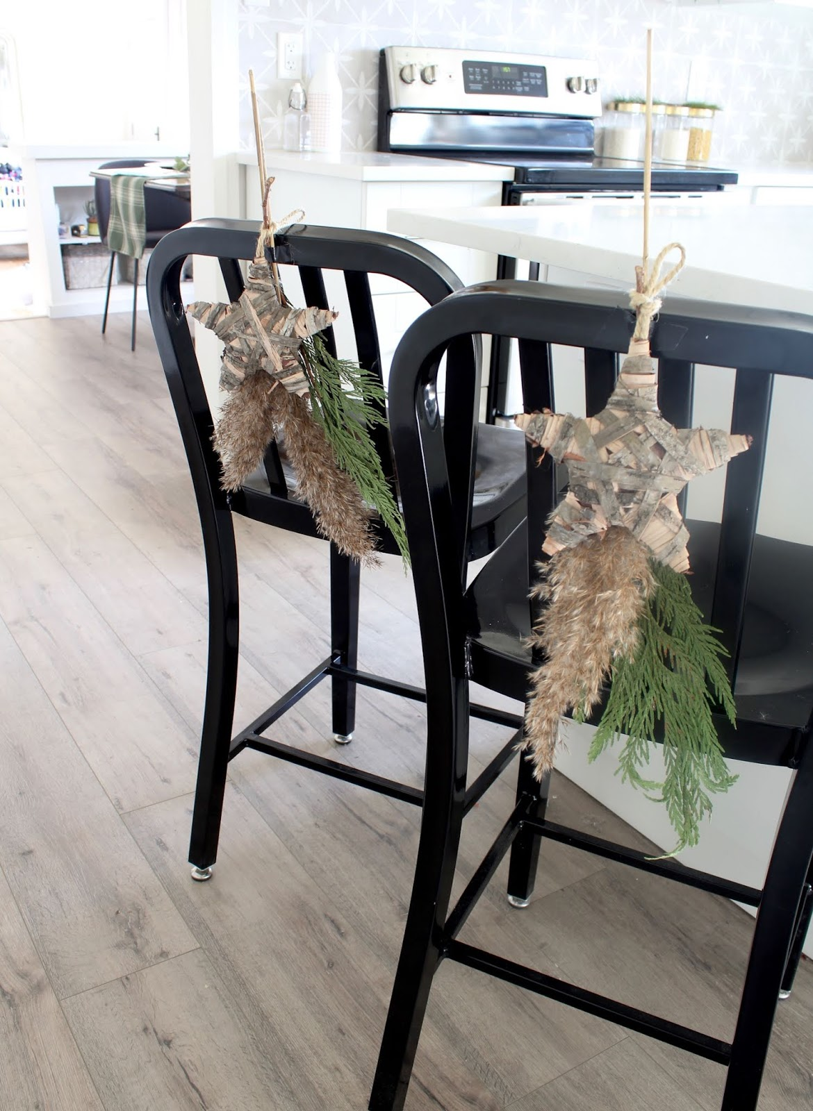 nordic-christmas-decorating-ideas-pampas-grass-diy-wedding-holiday-decor-18