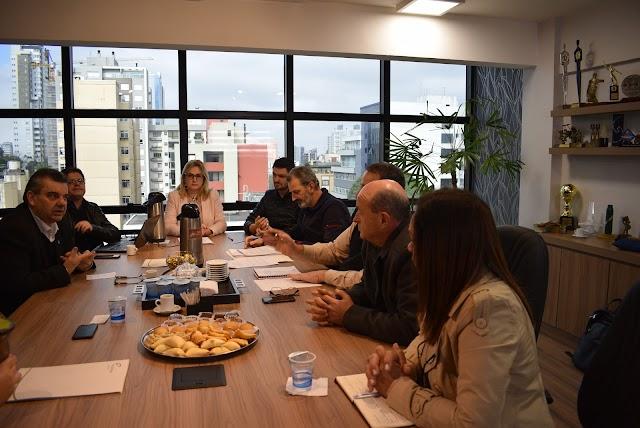 Sindilojas Caxias entrega pauta de negociação