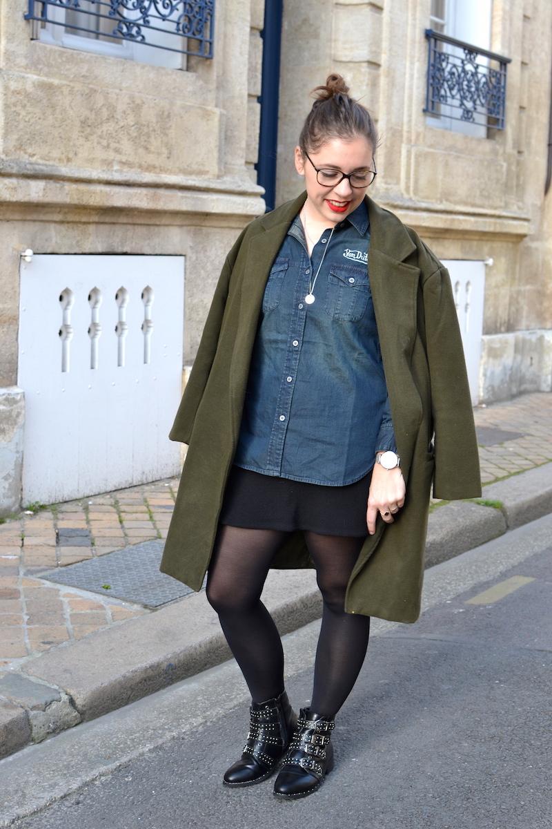 manteau kaki sheinside, chemise en jean von Dutch, jupe noir H&M, bottines like Givenchy de chez Clarosa