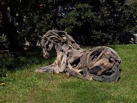 tallado en madera de caballo