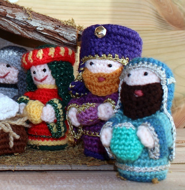 Crochet Patterns Nativity Scene : An oldie but a goodie, my crochet nativity scene... ? Lazy ...