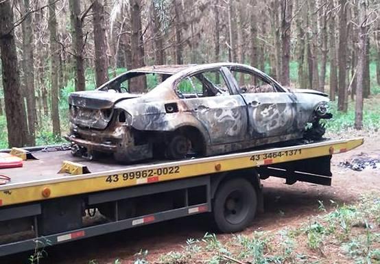 Carro roubado é encontrado queimado em Mauá da Serra
