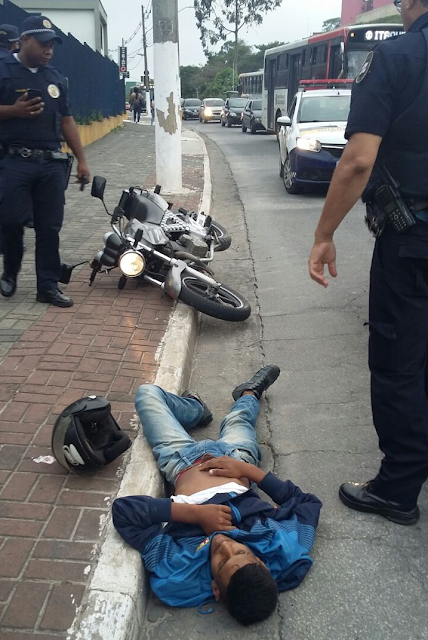 Criminoso morre após roubar motocicleta e confrontar guardas civis