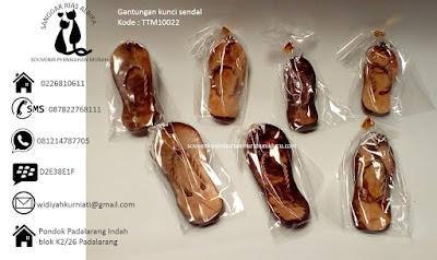 souvenir Murah Meriah harga dibawah 1000 Gantungan kunci sendal harga 900