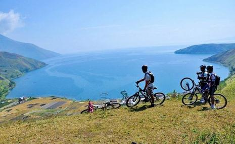 Tempat wisata puncak pusuk puhit danau toba