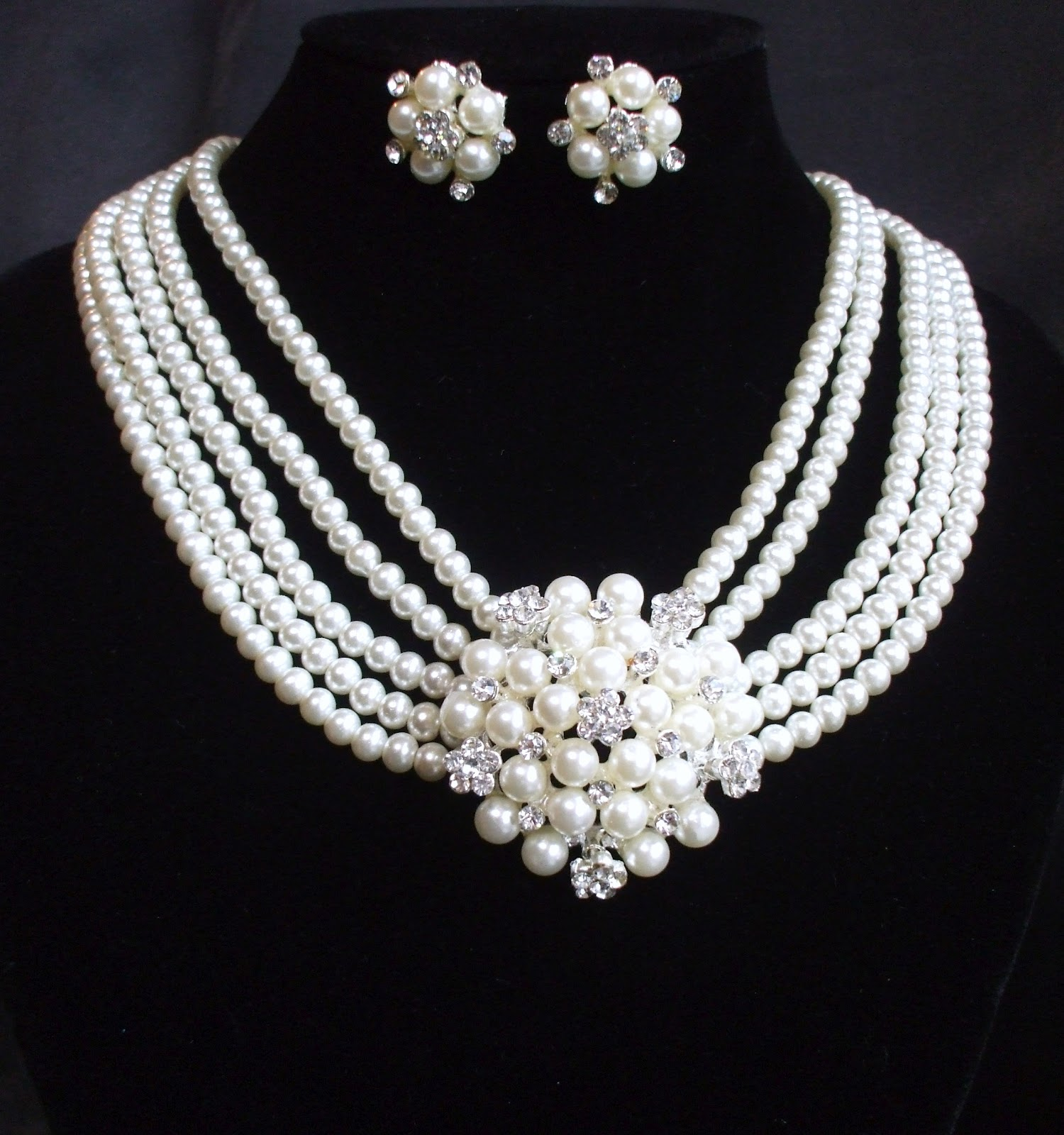 Sale news and Shopping details Pearl Necklace Sets