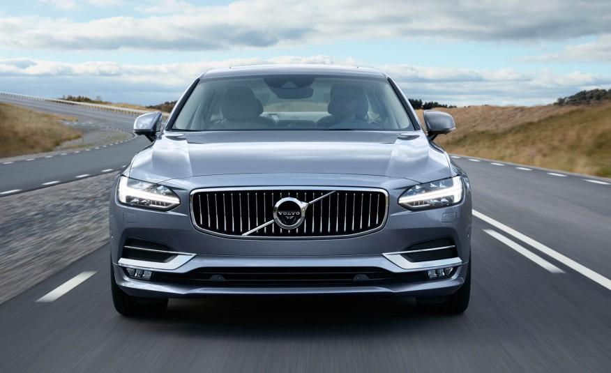 Đẹp nhưng không có nét đặc sắc, đầu xe có lẽ là phần giúp phân biệt Volvo dễ nhất