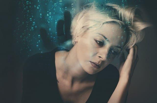 Jangan sampai kamu stres karena dapat menyebabkan jerawat meradang