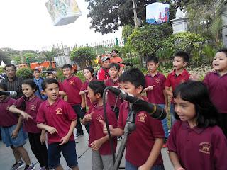 Penampilan siswa siswi SD Kembang dengan lagunya Hariku Ceria