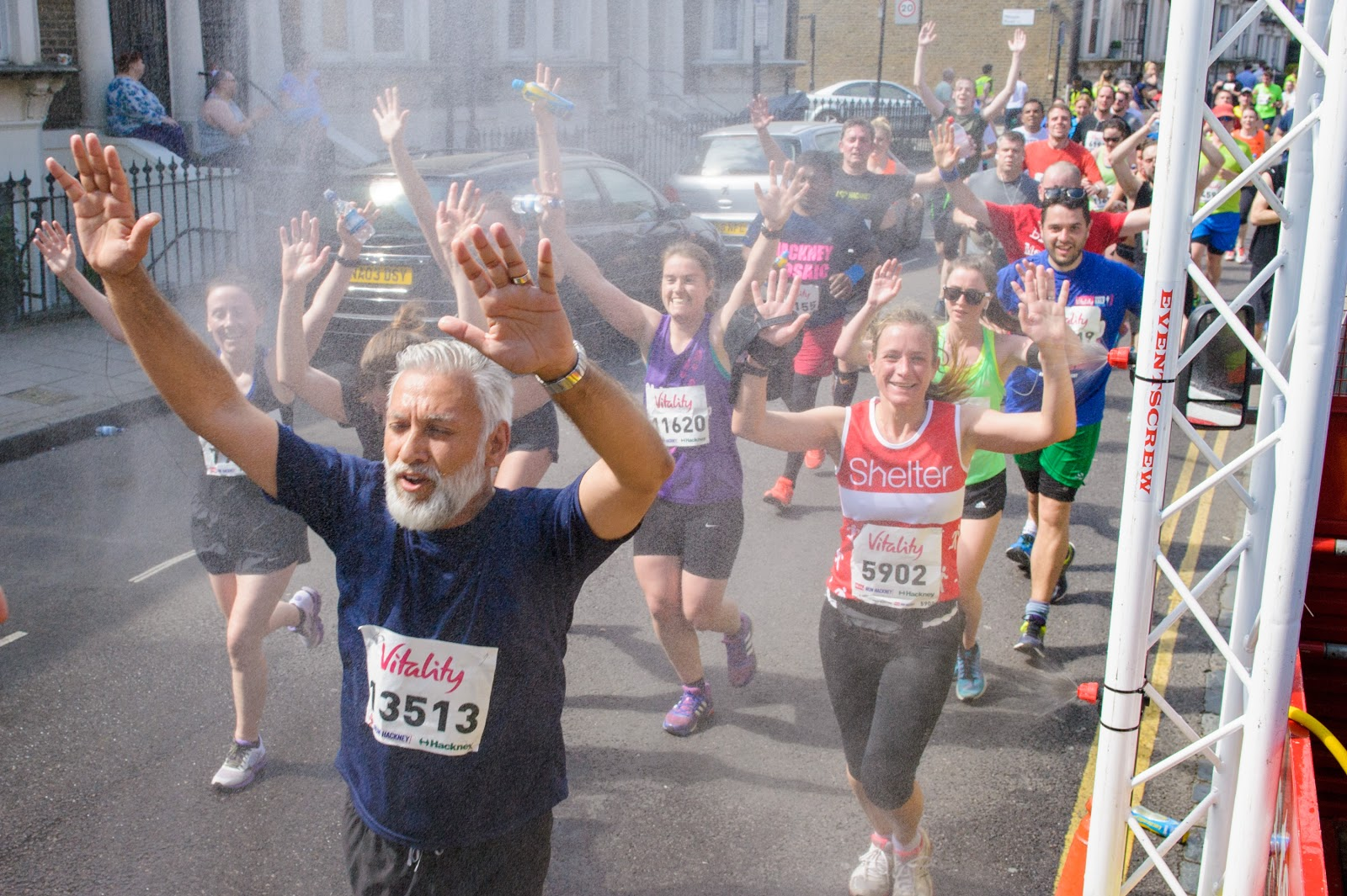 hackney half participants running in hot weather