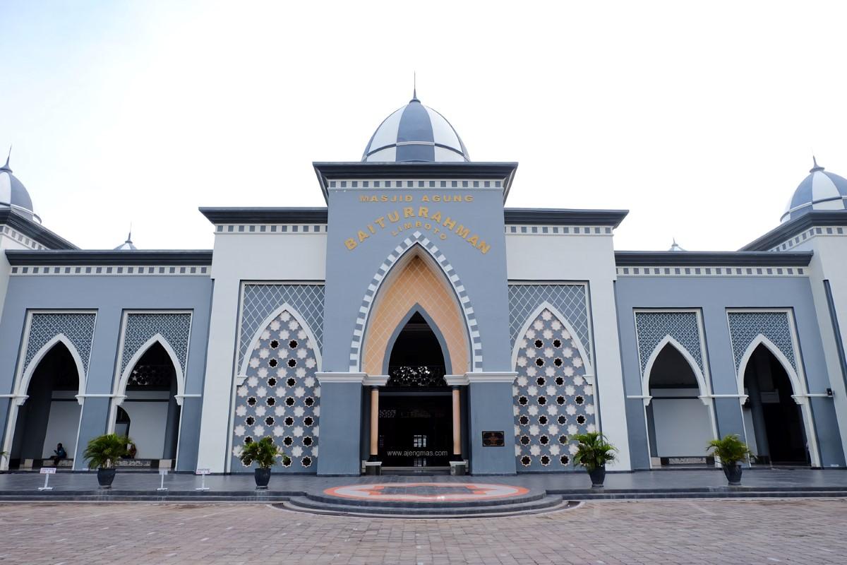 blogger-jogja-ajengmas-traveling-sulawesi-gorontalo-masjid-baiturrahman-limboto