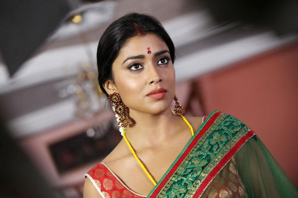 Shriya saran latest hot pics at pavitra