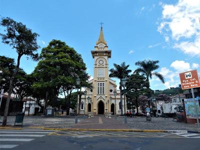 A Praça da Matriz também é conhecida como Praça Coronel Olímpio G. dos Reis; e a Igreja é consagrada à Nossa Senhora do Perpétuo Socorro.