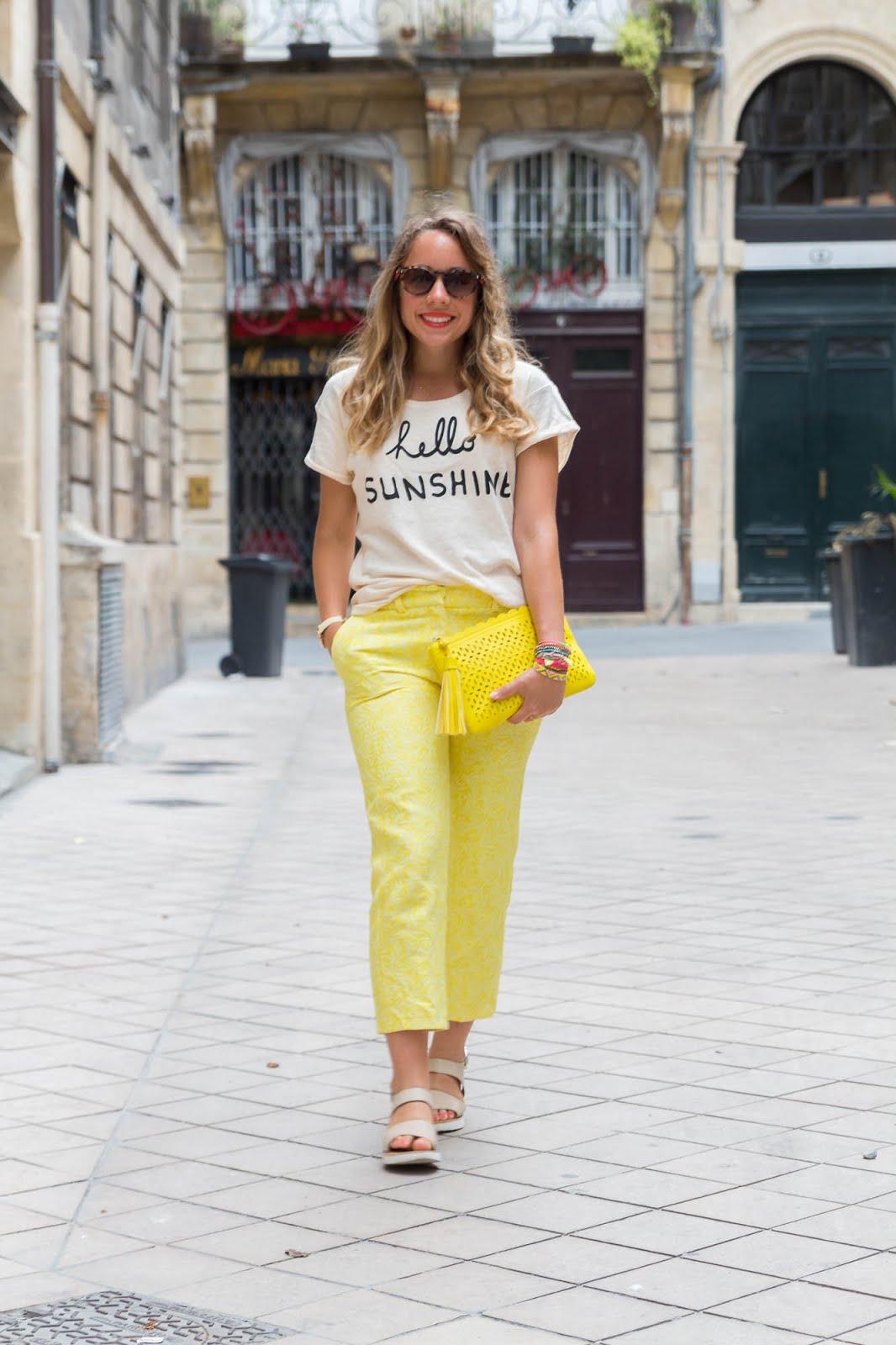tenue du jour pantalon jaune