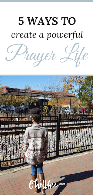 Prayer | Why is it such a struggle to pray? These 5 tips will help you to create a powerful prayer life! #prayer #prayerlife