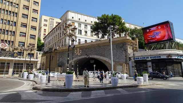 The tunnel des facultes in front of the university