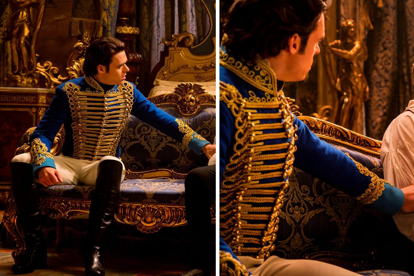 Principe Kit e pai conversando, figurino azul