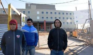 Una lamentable situación envuelve a 20 trabajadores de la construcción que fueron despedidos el viernes pasado y según sus declaraciones, no les dieron motivos para cesantearlos.
