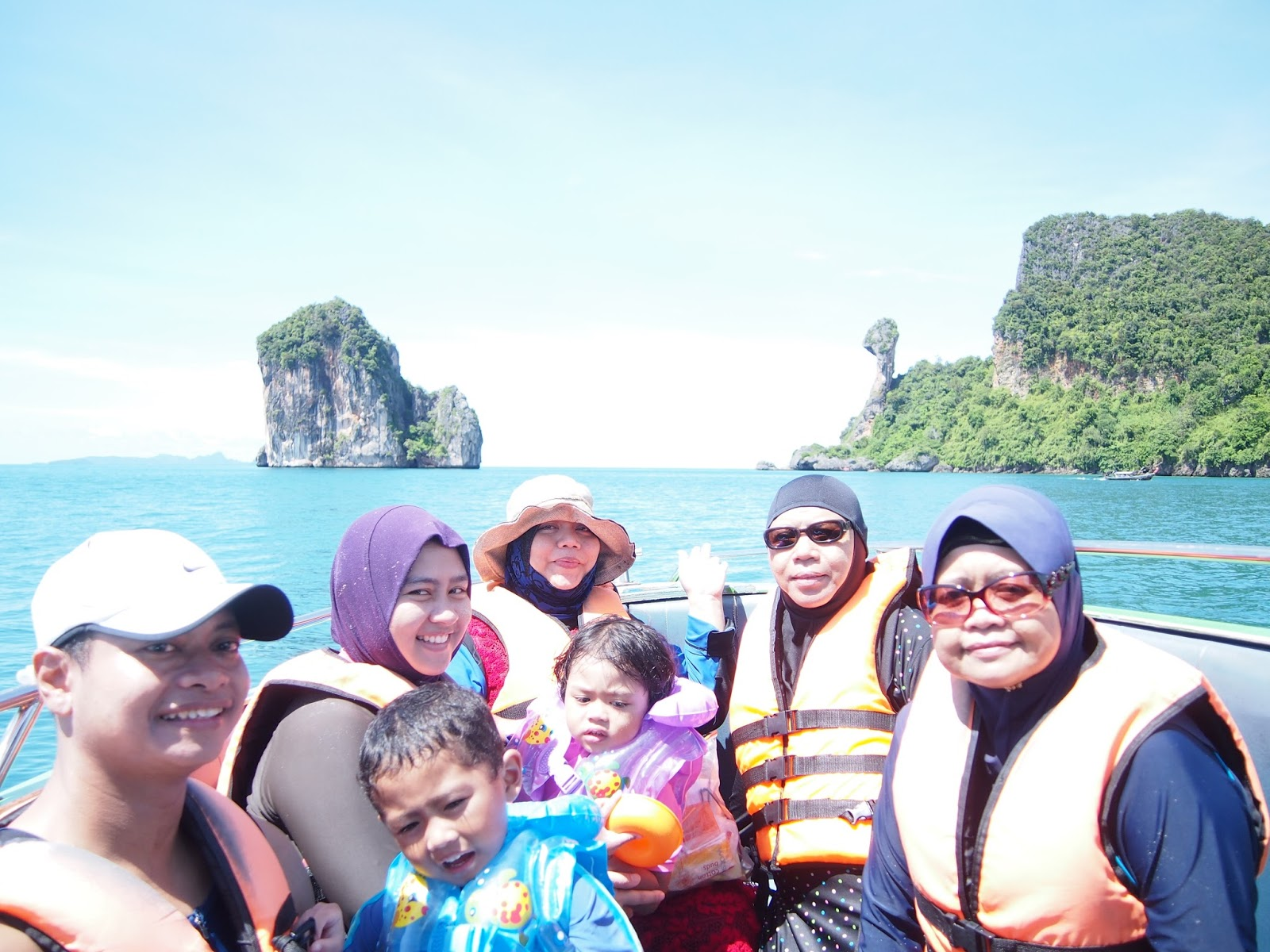 phuket muslim We are a muslim local travel agent in phuket island, thailand we provide muslim halal food and mulim tours packages for muslim tourists to many destions of thailand such as phuket, krabi phi phi islands, phang nga james bond.