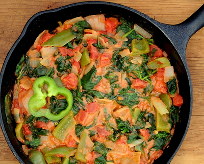 African Pepper, Tomato & Spinach Stew, another easy weeknight one-pot supper ♥ AVeggieVenture.com. Just Five Ingredients. Vegetarian. Vegan.