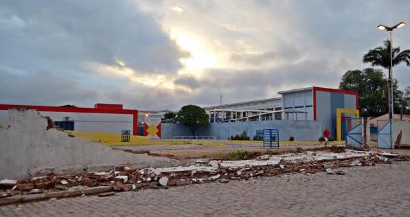 Em Santana do Ipanema, chuva derruba muro de Complexo Educacional