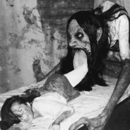 foto seorang wanita yang dimakan oleh setan