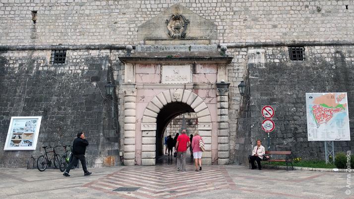 Главный вход в Старый город Котор, Черногория