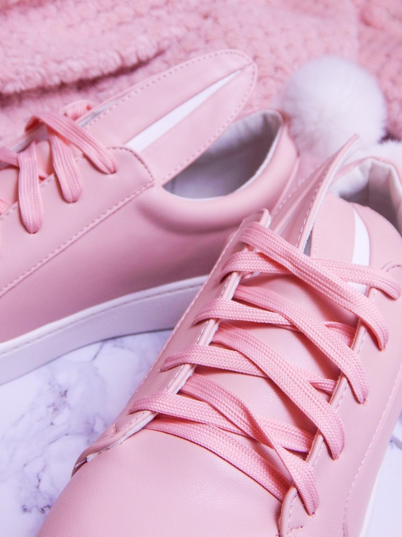 16 różowe tenisówki króliki z pomponem urocze buty na wiosnę tenisówki do każdej stylizacji renee pudrowy róż partybox buty w kształcie zająca