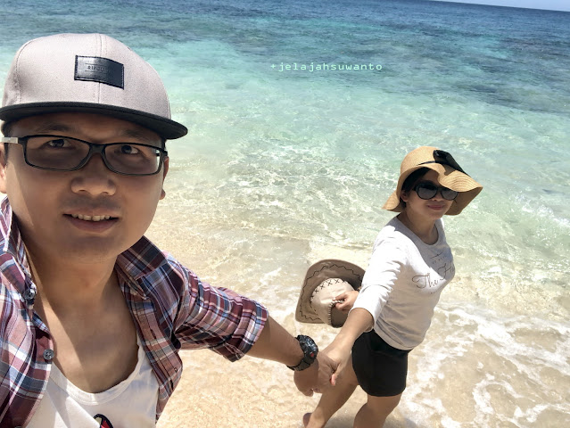 My husband my best friend @Pantai Pal Marinsow, Likupang Timur  | ©jelajahsuwanto