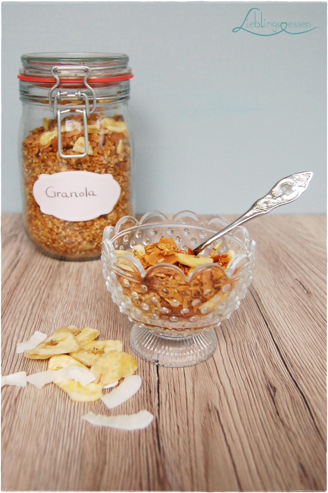 lieblingsessen granola mit kokos und banane. Black Bedroom Furniture Sets. Home Design Ideas