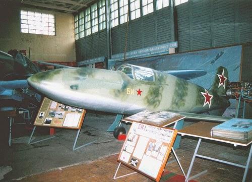 L'unico BI-1 ancora esistente, esposto al museo federale delle forze aeronautiche, Monino, Mosca.