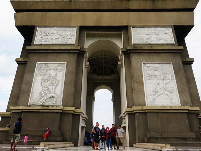 Arc de Triomphe Kediri