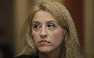 ΔΥΤΙΚΟ ΜΕΤΩΠΟ : Ένοχη η σιωπή της κ. Ρένας Δούρου