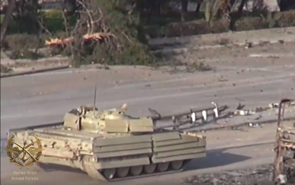 المزيد من الحيل السورية لحماية دبابات النظام !! 17457369_1317384881676224_5181549356265387354_n