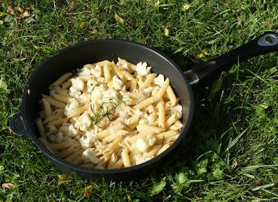 Pasta mit Blumenkohl, Sardellen und Rosmarin