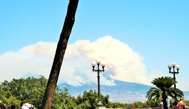Vesuvio, cielo, alberi, vegetazione, fumo, incendio, palme