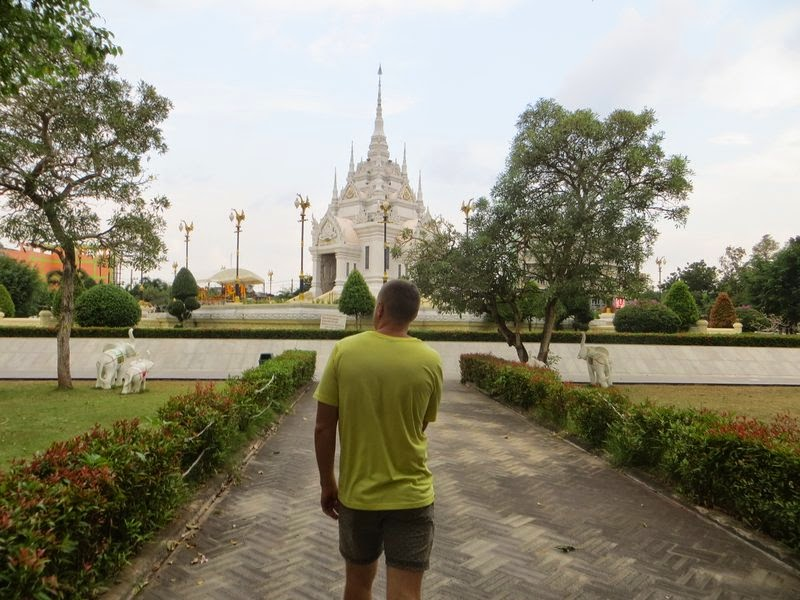Храм в Сураттани