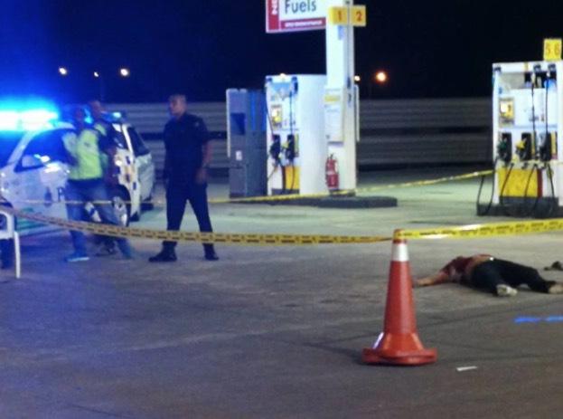 Lelaki Mati Ditikam, Digilis Tanpa Belas Kasihan Di Stesen Minyak