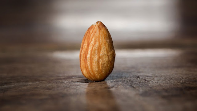 Eating almonds will not come close to these diseases, the face will also feed