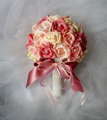 Buque de noiva de rosas em eva