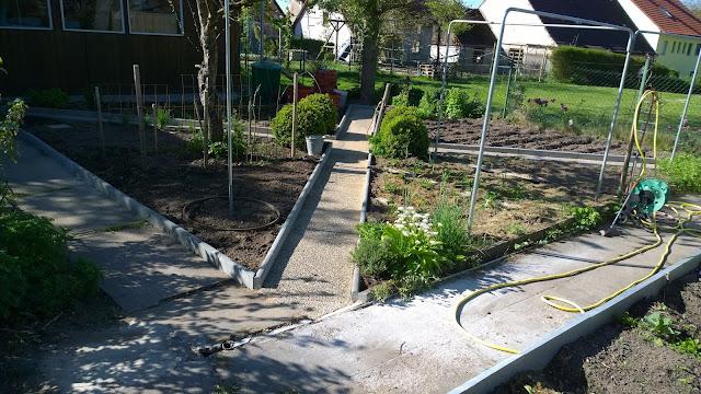 der Wegebau im Gemüsegarten ist abgeschlossen (c) by Joachim Wenk