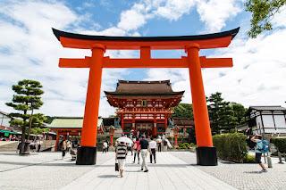 Terpana dengan Keindahan Kuil Fushimi Inari