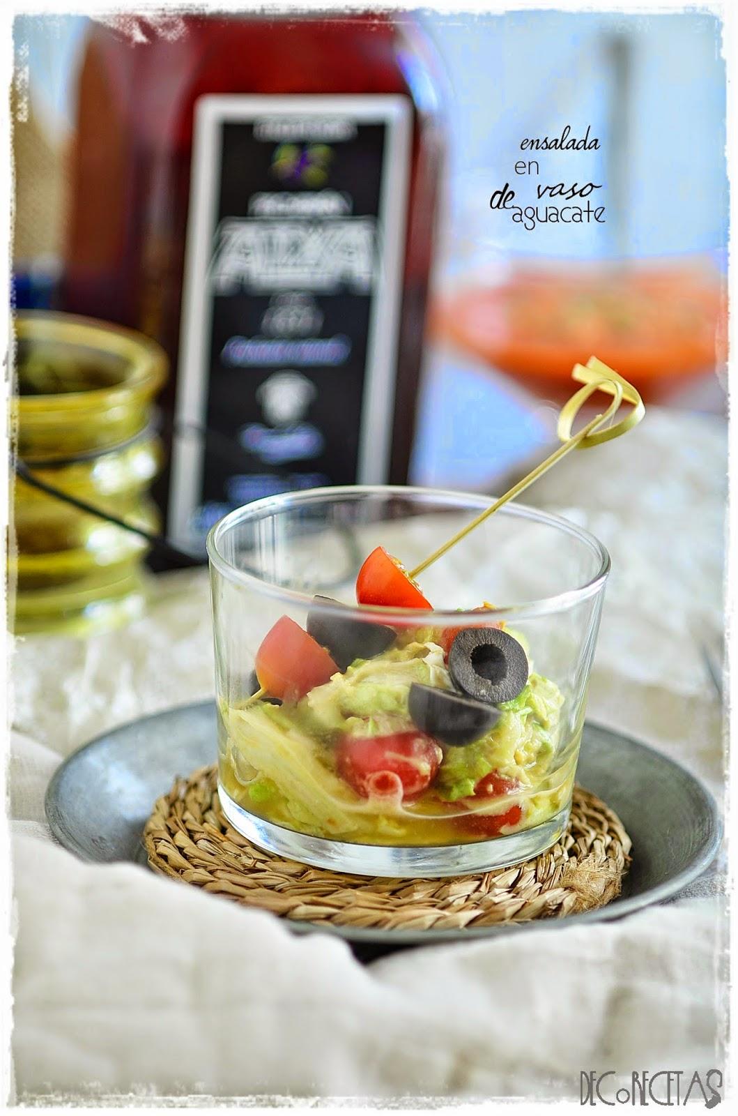 ensalada en vaso de aguacate