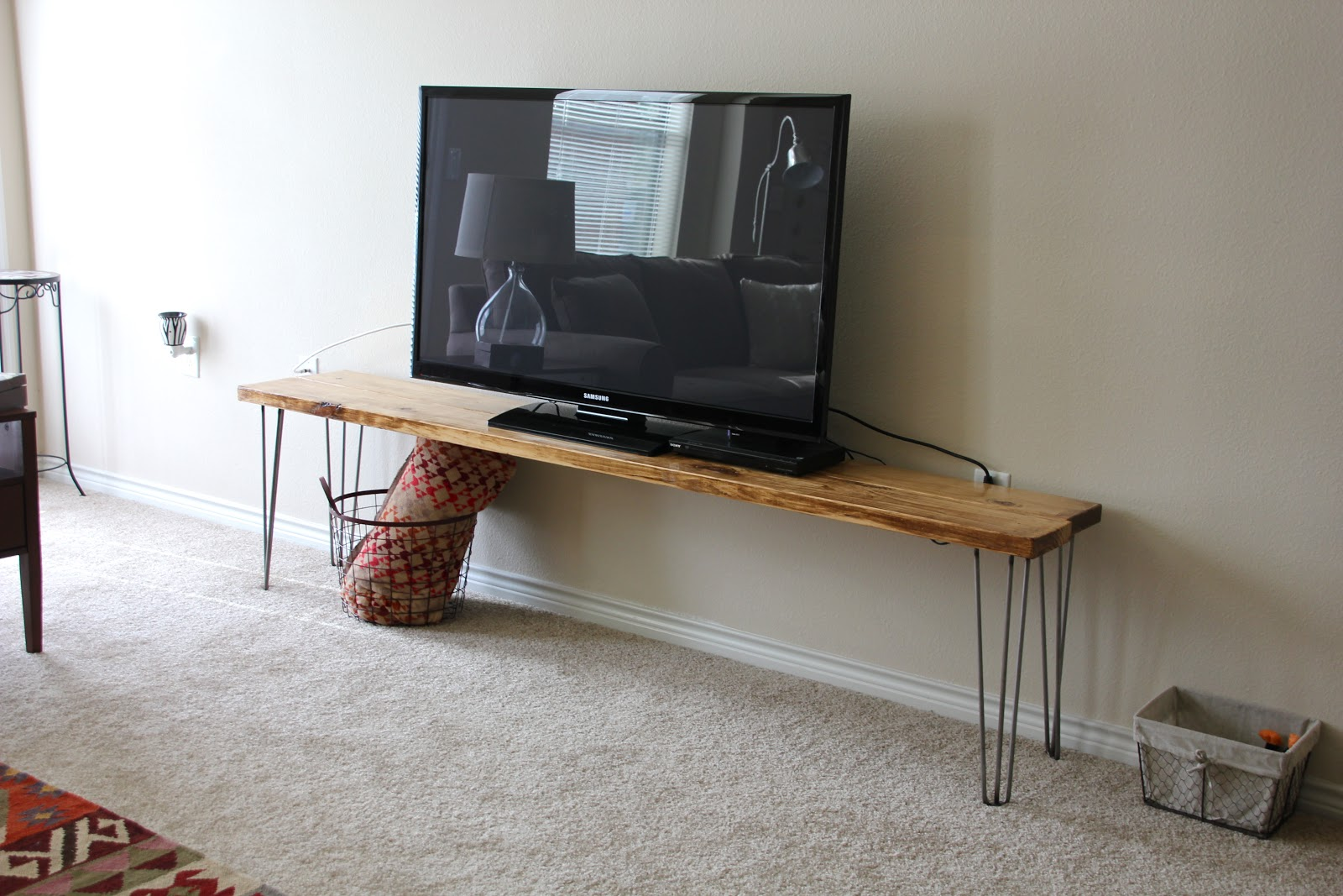 tv stand bench any table a tutorial sweet verbena. Black Bedroom Furniture Sets. Home Design Ideas