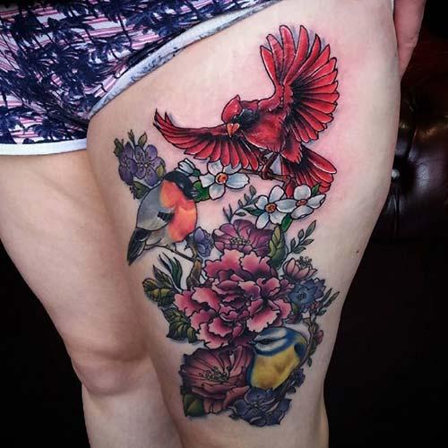 kadın üst bacak kuşlar ve çiçekler dövmesi woman thigh birds and flowers tattoo